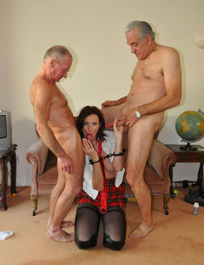 Hot milf hooks up with old guy - XVIDEOSCOM