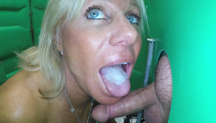 GILF Porta Potty Gloryhole