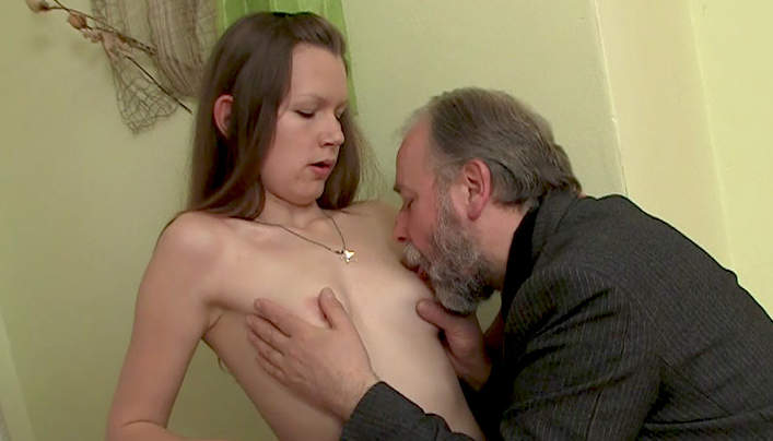 Oldman Teen Sex : Bearded Tits Sucker
