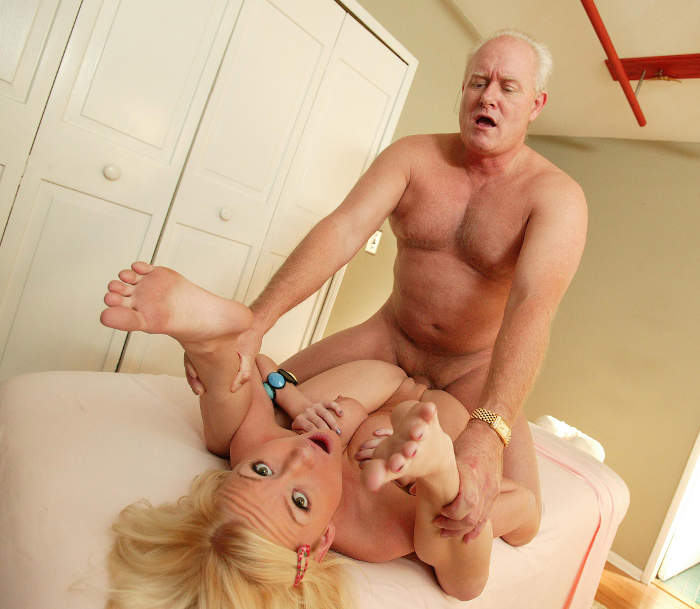 image Sexy bitch came to fuck with massager