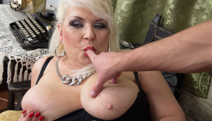 GILF POV : Chubby Old Libertine Wants To Fuck