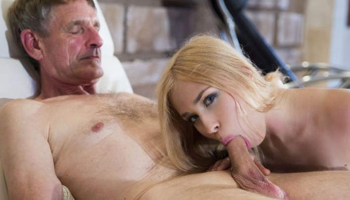 Alana Moon Old Sex : Tight Pensioner Licks Her Behind