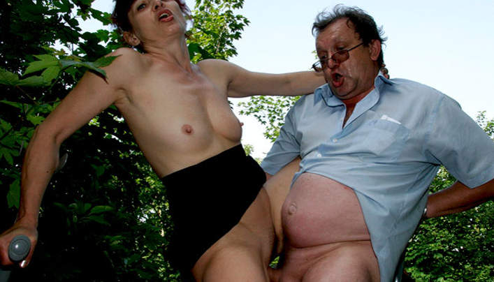 Old Freak Sex : Nice Summer Outdoor Copulation