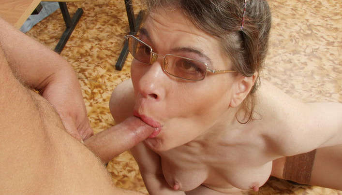 Old Slut Teacher Sex : Naked Female Professor