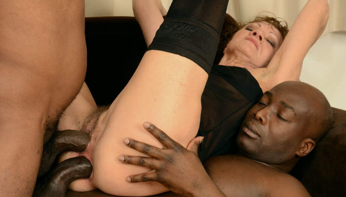 Granny Interracial Threesome : Old Holes DP