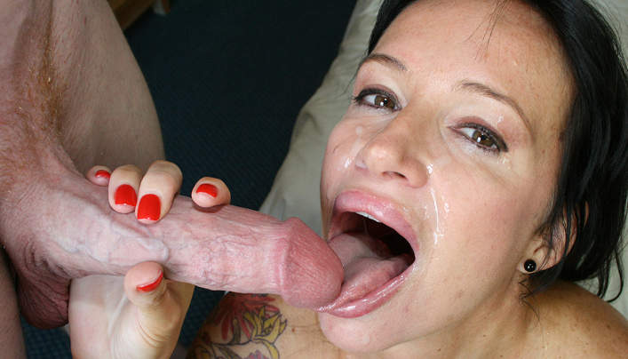 Stepmom Angie Noir Family Lust : Salty Jizz For Mouth