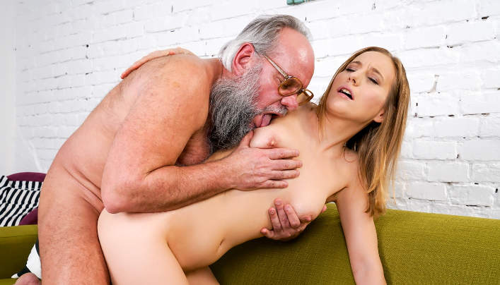Kiki Cyrus Old Man Sex : Hairy Chubby Freak Gets Orgasm