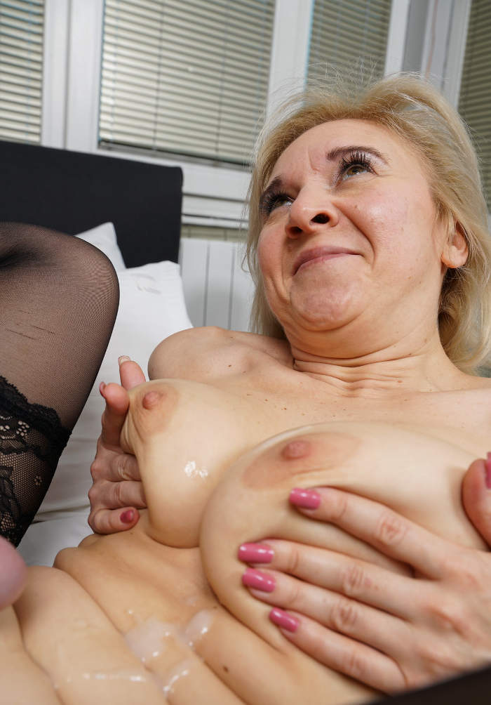 Cum Over Old Chubby Slut : Nymphomaniac GILF
