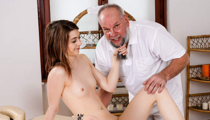 Tera Link Old Man Sex : Paunchy Masseur