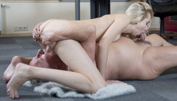 Oldje 643 : Latvian Girl Gets Banged